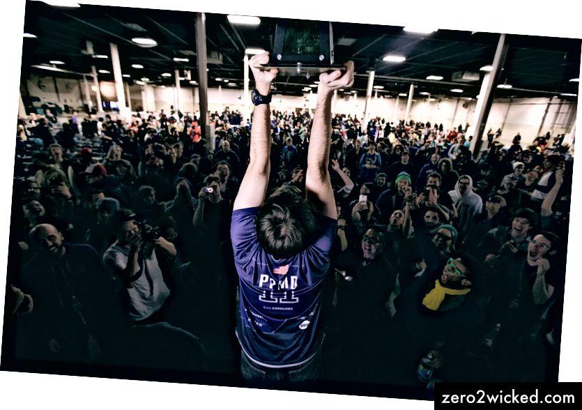 Кевин 'ППМД' Наннеи, након победе у АПЕКС-у 2015, једном од највећих светских турнира 'Супер Смасх Брос. Мелее'. Фото: Агенција ГоодГаме