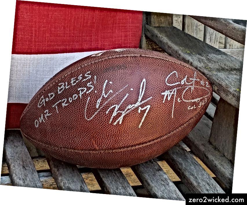 En fotboll undertecknad av San Francisco 49ers quarterback Colin Kaepernick och Colt McCoy, nu med Washington Redskins. Bollen blev auktionerad ut för välgörenhet; min far var den högsta budgivaren.