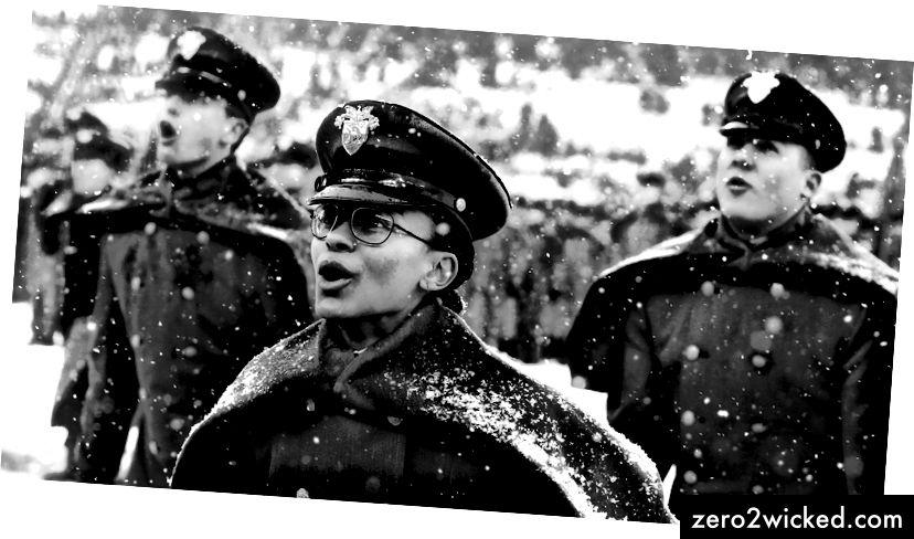 Första kapten Simone Askew. (Jacqueline Larma / AP)