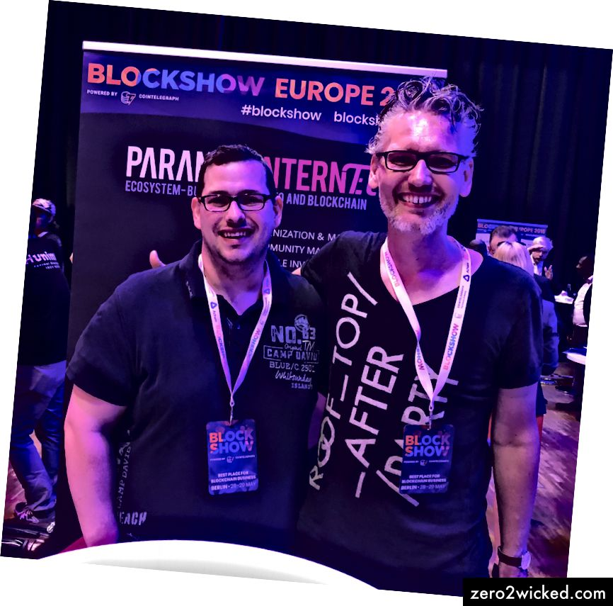 Daniel (vas.) Ja Jens (oikealla) vierailevat Paranoid-Internet-osastolla