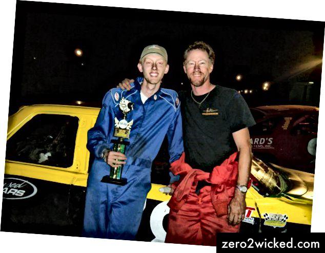 Isäni ja minä ensimmäisen podiumin jälkeen.