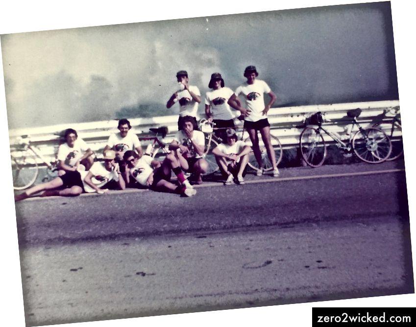 Van Reenen's Pass 1977 - med vänner på en cykeltur. Jag är sekund från höger, hukande, handspänd över min mun.